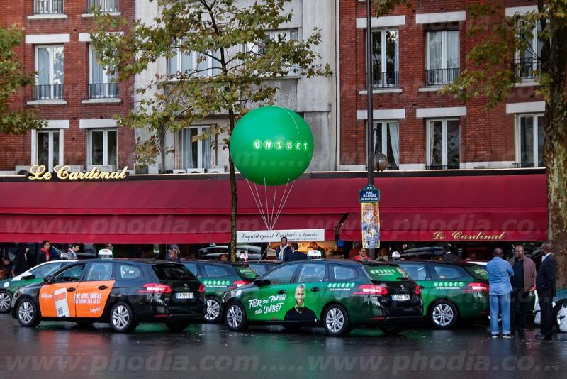ballon gonflable publicitaire vert à l'hélium