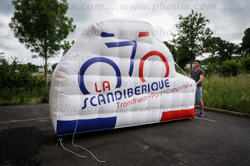 structure gonflable géante en forme de vélo 2m50