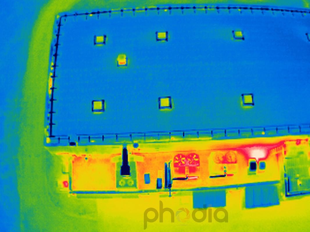 Détails du toit des locaux de Ceramic Coating Center